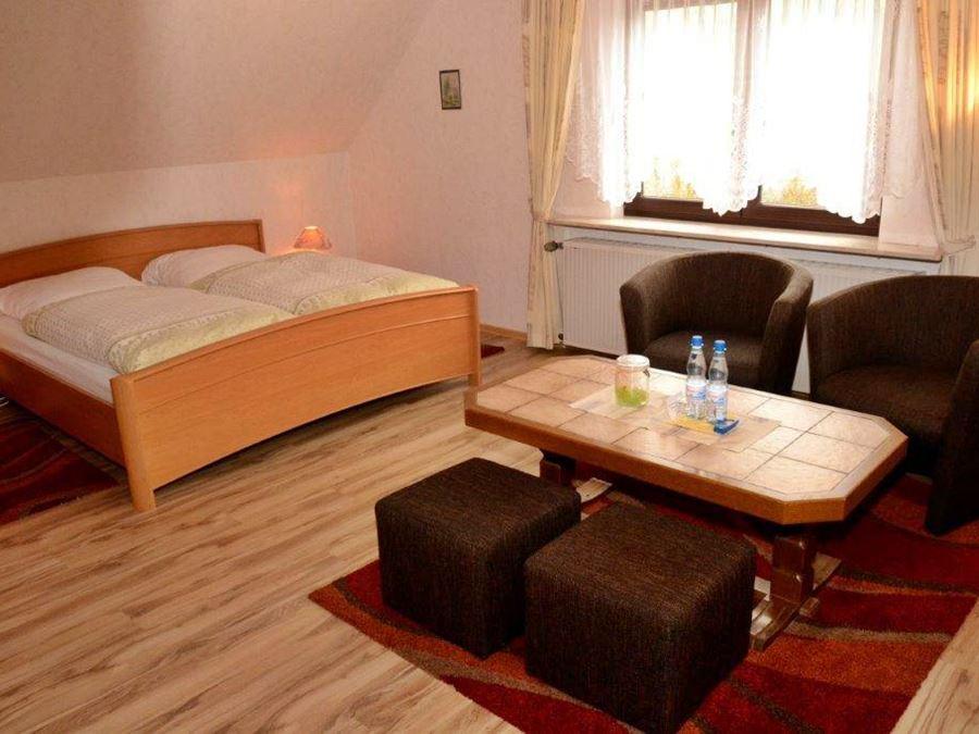 pension gasthof erlengrund in gersfeld hessische rh n. Black Bedroom Furniture Sets. Home Design Ideas