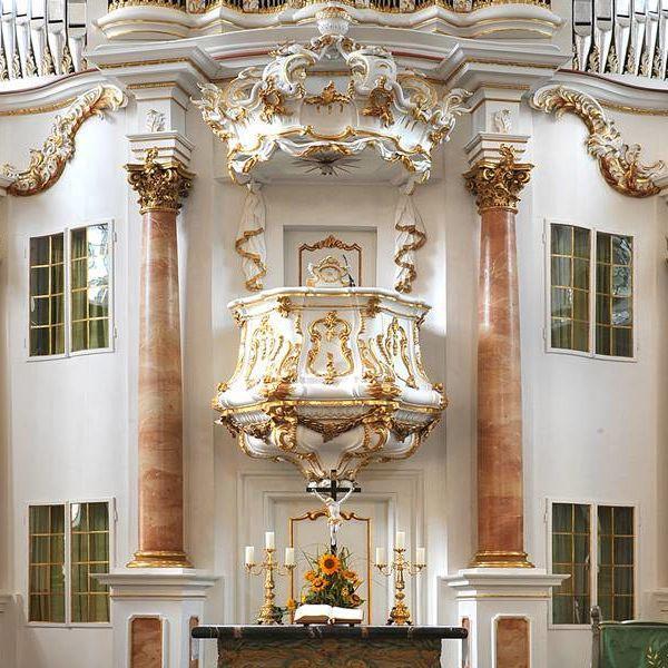 stadt_gersfeld_kirche_altarfront_quer