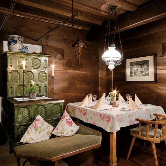rhoentravel_hotel_gersfelder_hof_restaurant_kachelofen